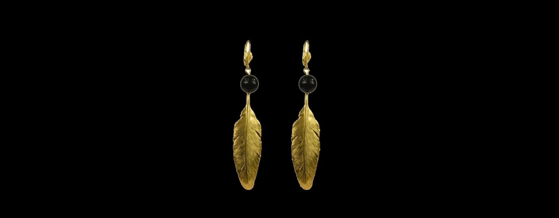 Boucles d'oreilles plumes dore onyx noire